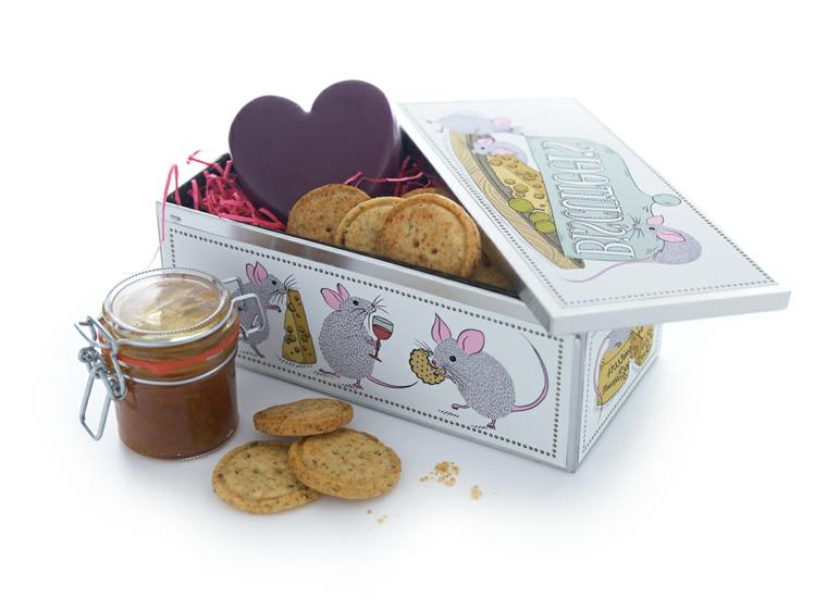 idee-regali-natale-fai-da-te-scatola-latta-interno-biscotti-fatti-casa-conserva-barattolo-vetro