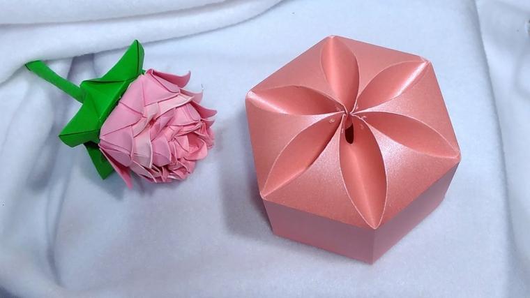 idee-regalo-natale-proposta-rosa-realizzata-carta-gambo-scatola-forma-particolare-fai-da-te
