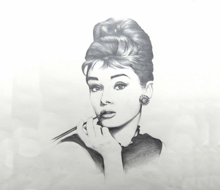 immagini-da-disegnare-facili-volto-personaggio-famoso-audrey-hepburn-posa-passata-storia-capelli-raccolti