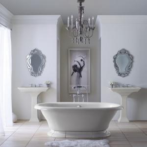 1001 idee per il bagno senza piastrelle molto creative - Lampadari bagno moderno ...