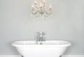 Lampadari bagno: un ventaglio di proposte dal moderno al tradizionale