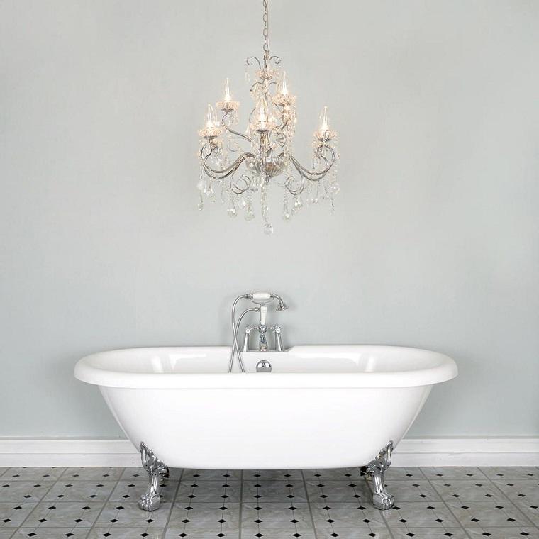 Lampadari bagno un ventaglio di proposte dal moderno al tradizionale - Lampadari x bagno ...