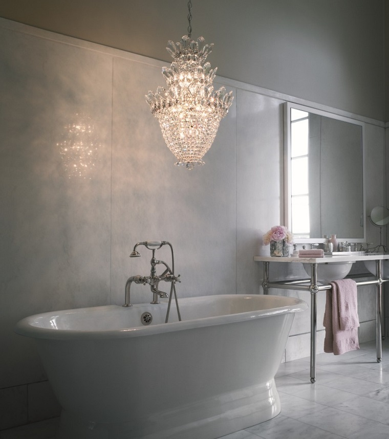 Lampadari bagno un ventaglio di proposte dal moderno al tradizionale - Lampadari per bagno classico ...