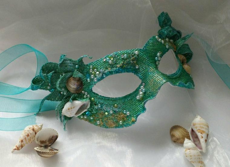 lavoretti-di-carnevale-mascherina-verde-dettagli-decorazioni-tema-mare-conchiglie-perline