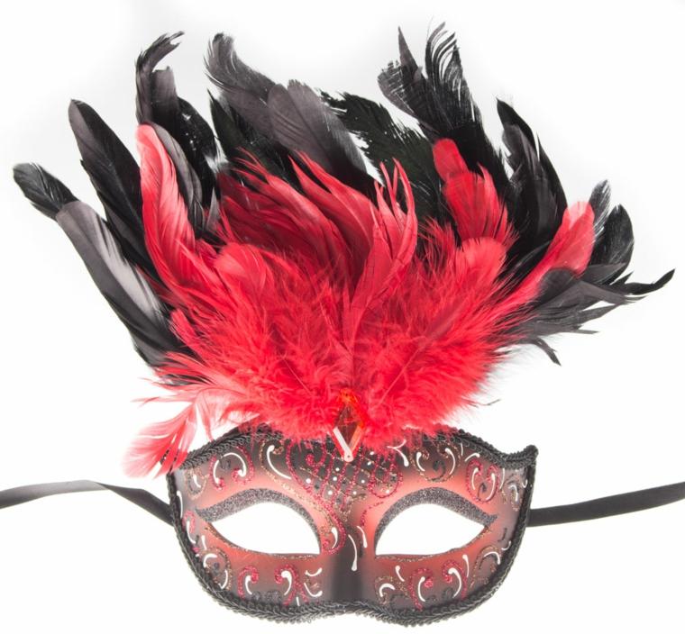 maschera-di-carnevale-mezzo-volto-donna-nero-interno-rosso-decorazioni-argento-piume-rosse-nere