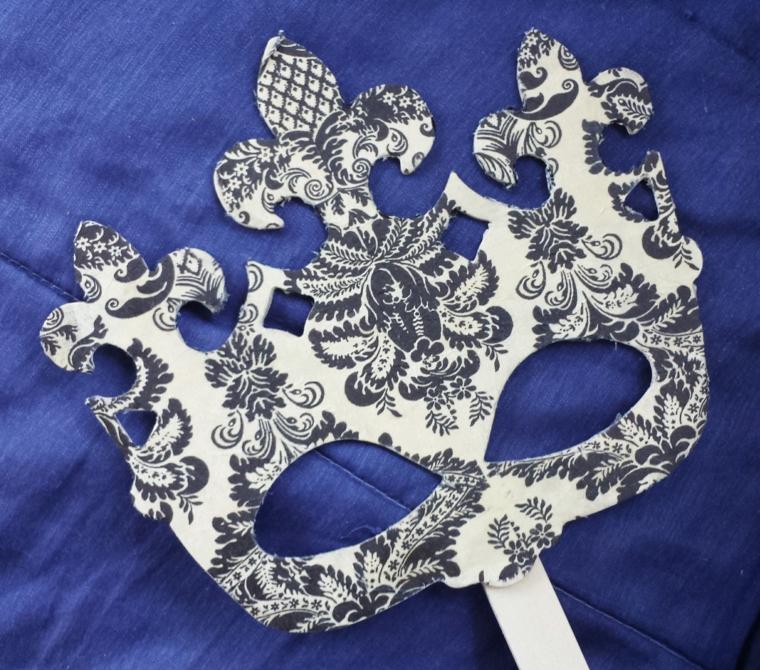 maschera-di-carnevale-proposta-fai-da-te-tutta-argento-decorazioni-nere