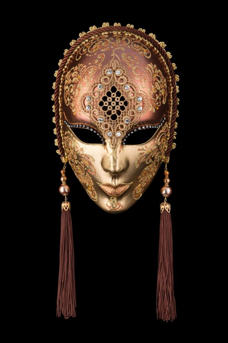 maschera-veneziana-proposta-tutto-viso-color-oro-fronte-scura-decorazioni-lungo-orecchie