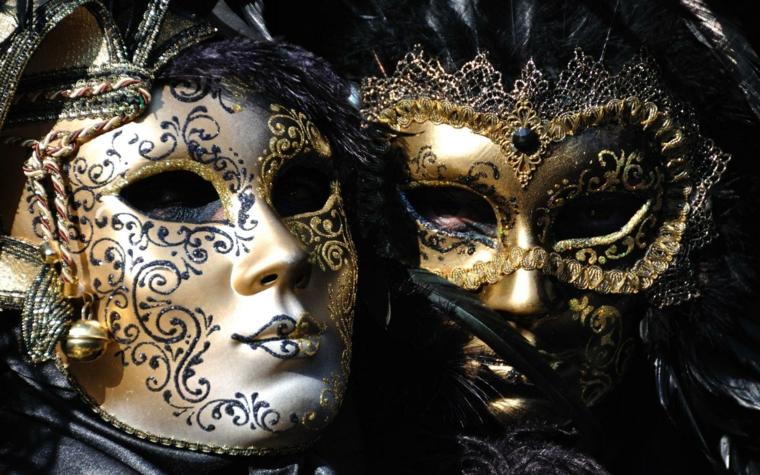 maschere-di-carnevale-coppia-uomo-donna-colori-oro-bianco-nero-decorazioni-dettagliate-particolari
