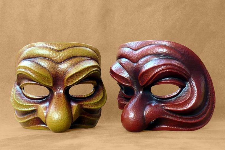 maschere-di-carnevale-due-proposte-mezzo-volto-colori-diversi-ocra-bordeaux-grande-naso-patata