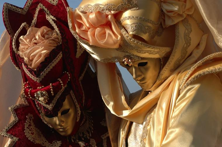 maschere-di-carnevale-due-travestimenti-completi-volto-tutto-dorato-abiti