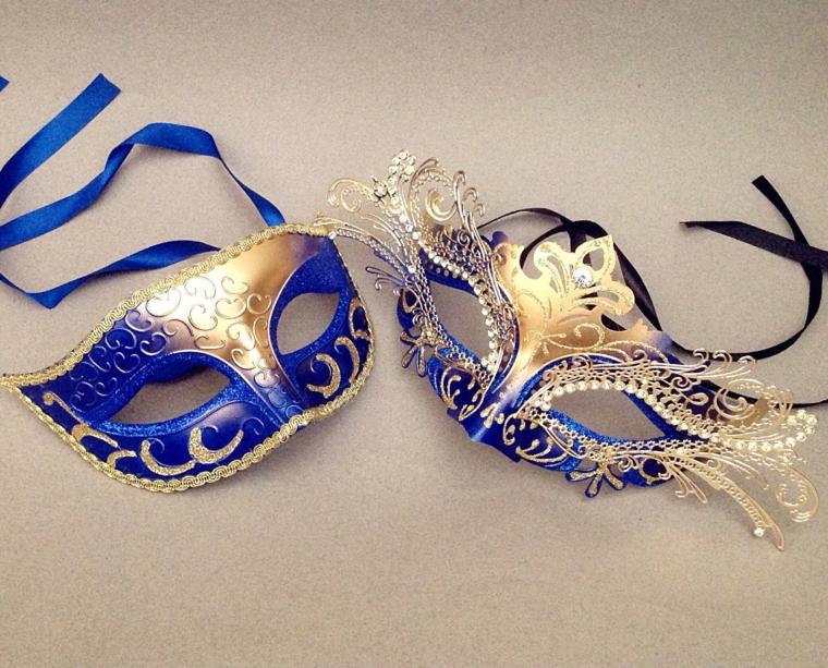 maschere-di-carnevale-fai-da-te-due-proposte-ideale-una-coppia-blu-decorazioni-dorate-brillantini