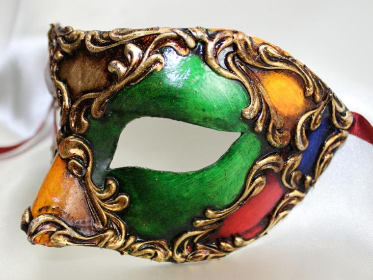 maschere-di-carnevale-fai-da-te-mezzo-volto-personaggio-arlecchini-decorazioni-dorate