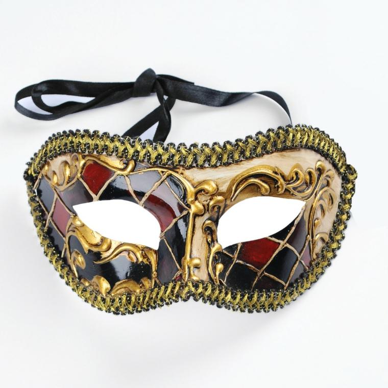 maschere-di-carnevale-fai-da-te-proposta-stile-arlecchino-decorazioni-bordi-oro-ricami-interno-dorati