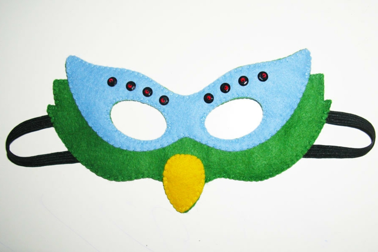 maschere-di-carnevale-per-bambini-forma-gufetto-naso-giallo-parte-occhi-azzurra-borchiette-nere