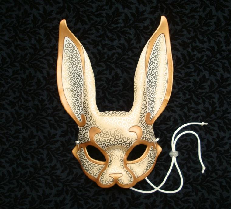 maschere-di-carnevale-per-bambini-idea-forma-coniglio-dorato-dettagli-argento-grandi-orecchie