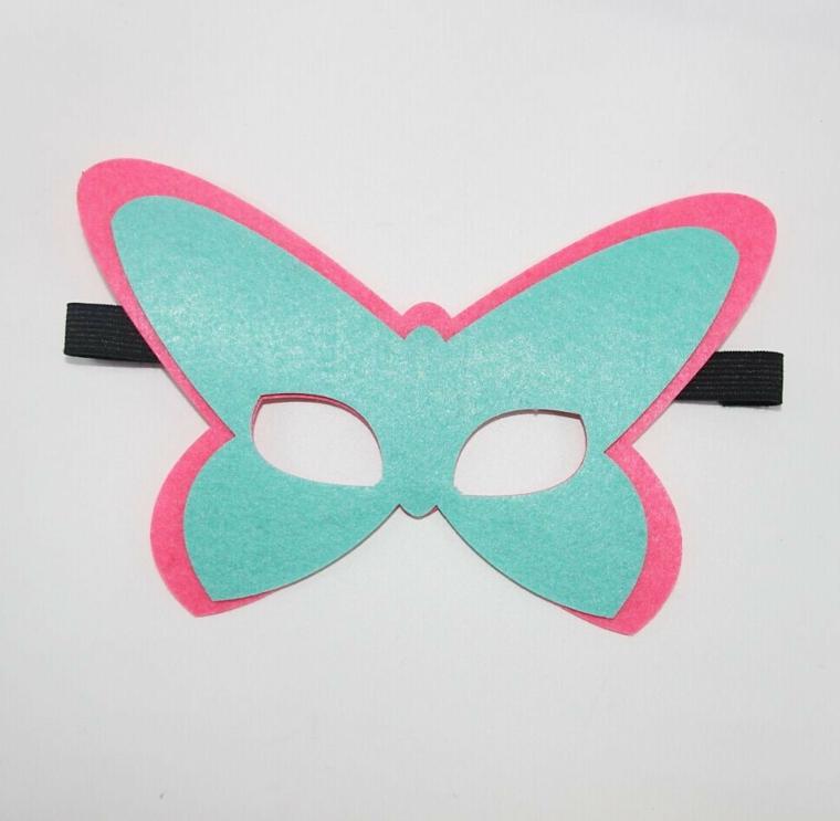 maschere-di-carnevale-per-bambini-idea-semplice-forma-farfalla-tinta-unita-azzurra-bordo-rosa