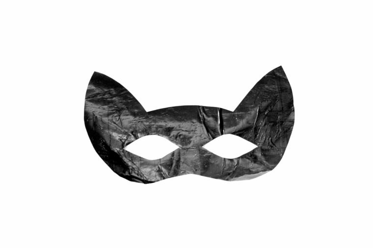 maschere-di-carnevale-per-bambini-idea-semplice-tutta-nera-forma-gatto-orecchie-punta