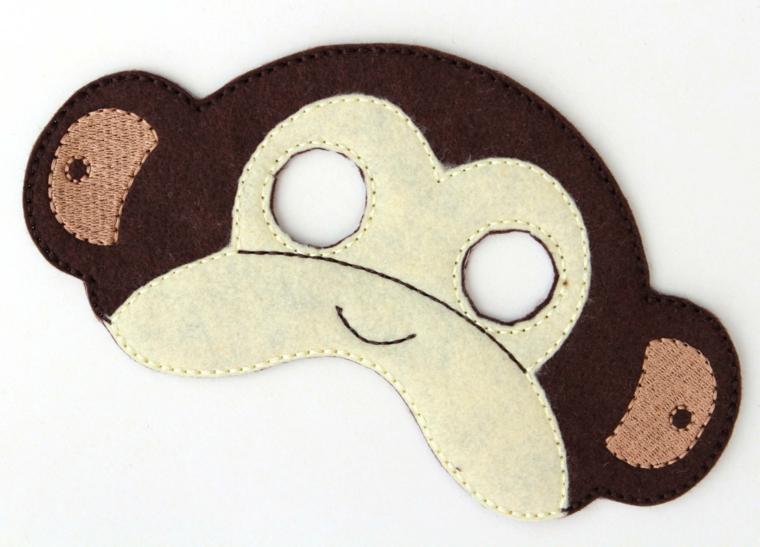 maschere-di-carnevale-per-bambini-idea-stoffa-forma-scimmietta-muso-bianco-orecchie-rosa-contorno-marrone