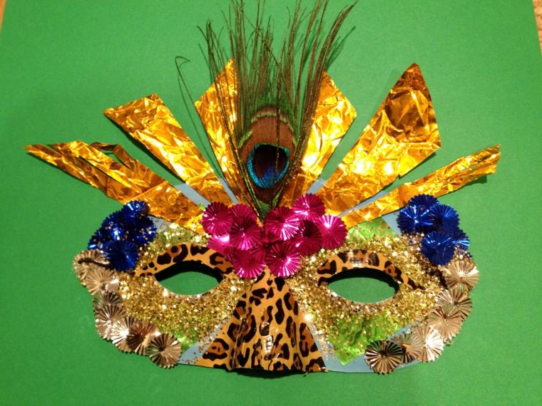 maschere-di-carnevale-per-bambini-proposta-mezzo-volto-tutta-colorata-naso-tigrato-dettagli-blu-fucsia