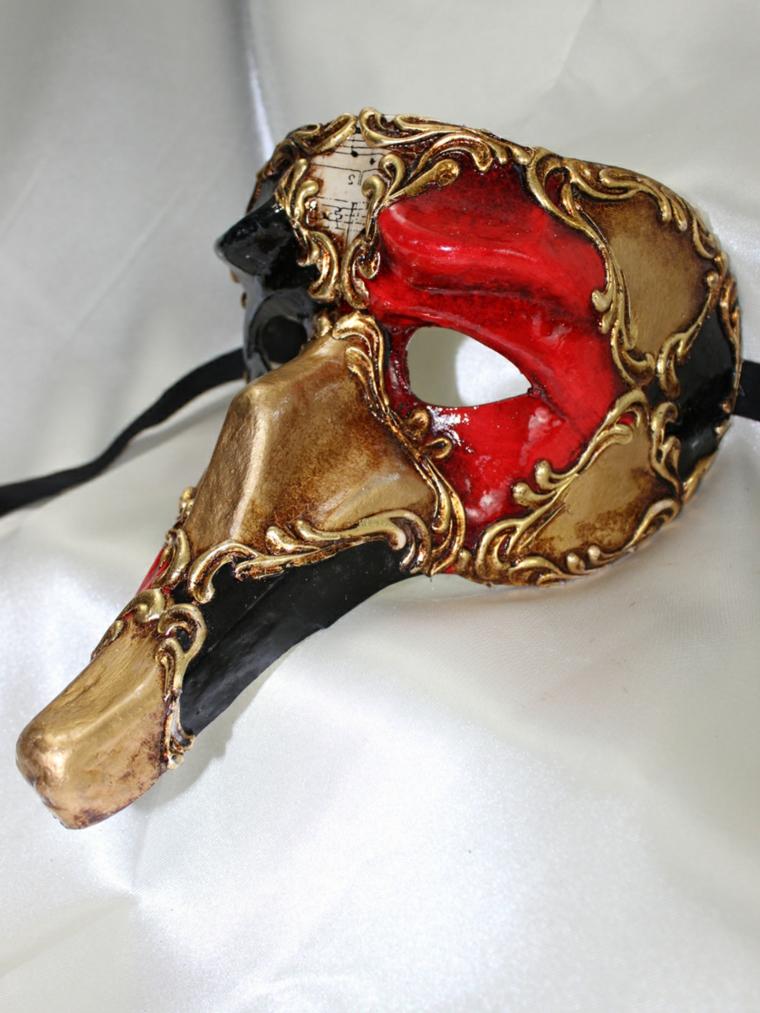 maschere-di-carnevale-personaggio-famoso-grande-naso-variante-colorata