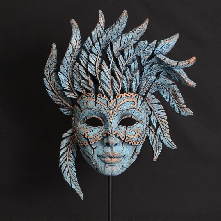 maschere-di-carnevale-proposta-molto-originale-elaborata-serie-piume-come-copricapo-argento-oro