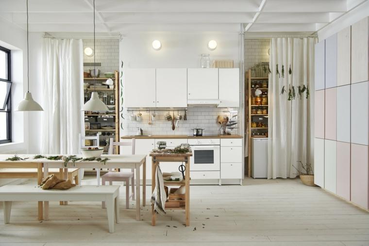 mobili-cucina-componibili-colore-bianco-tenda-mobile-storage-legno-illuminazione-stile-industriale