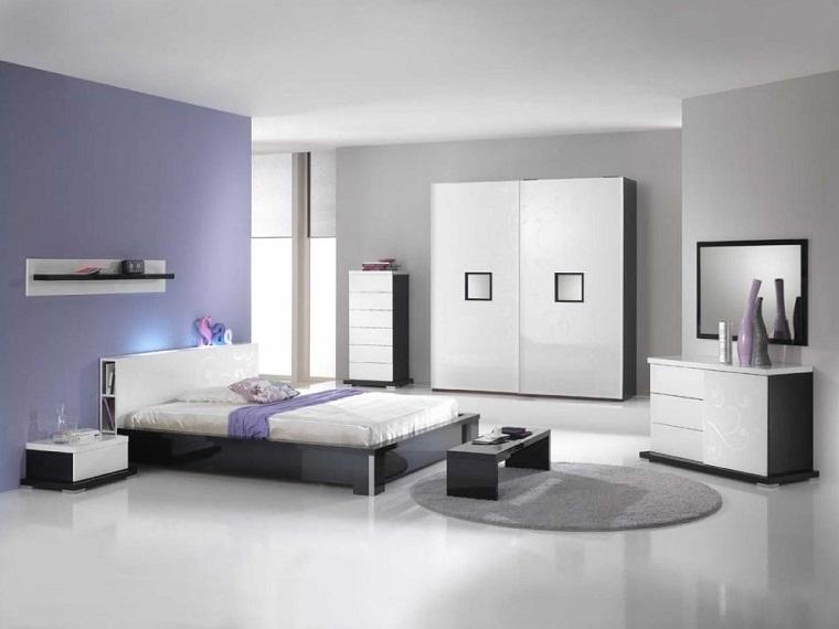 parete-grigia-camera-abbinata-viola