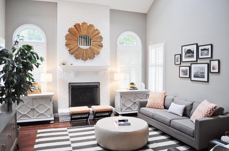 parete-grigia-divano-stessa-tonalita