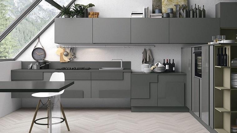 pavimento-grigio-cucina-mobili-tinta