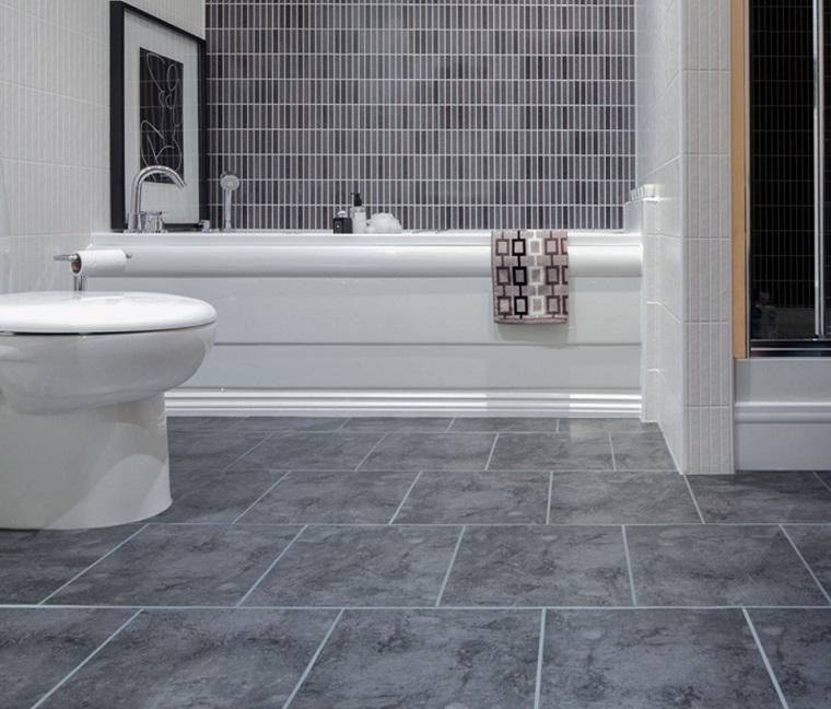 Pavimento grigio tutte le sfumature dell 39 eleganza in chiave moderna - Piastrelle bagno verde chiaro ...