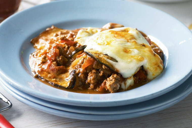 primi-piatti-veloci-melanzane-moussaka-carne-macinata-salsa-pomodoro-bianca