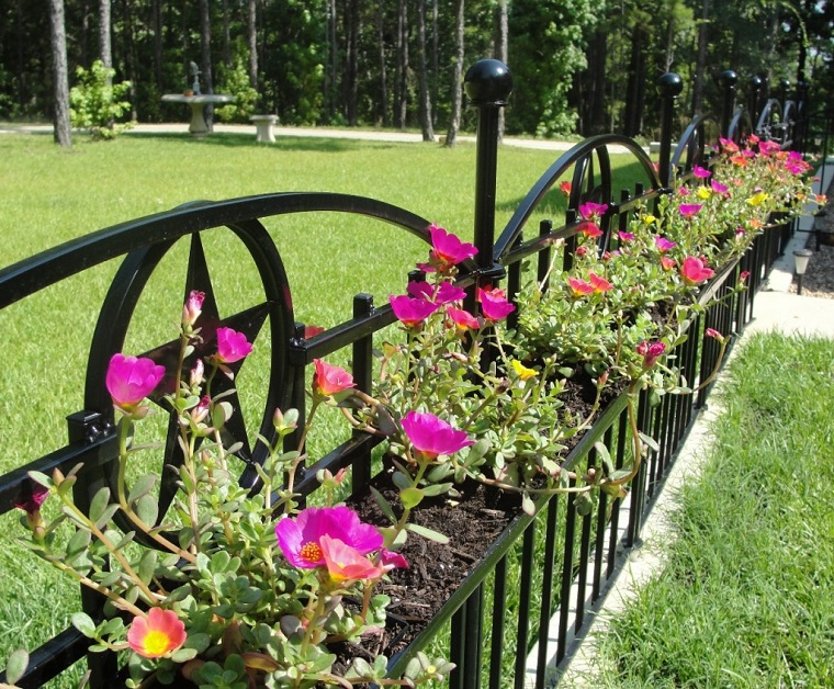 recinzioni-giardino-metallo-nero-fiori