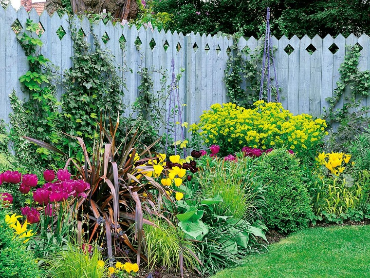 recinzioni-per-giardino-legno-verniciato