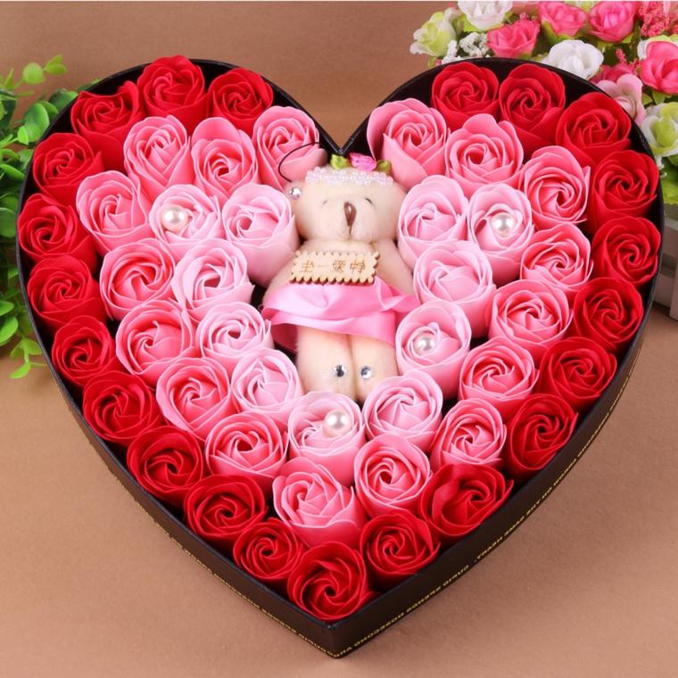 regali-di-natale-per-lei-petali-sapone-bagno-colorati-profumati-forma-cuore-orsacchiotto-centro