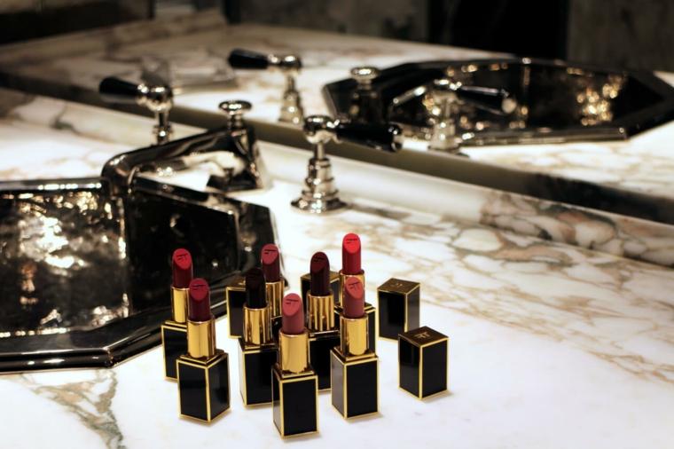 regali-di-natale-per-lei-serie-rossetti-vari-colori-confezione-preziosa-elegante-nera-oro