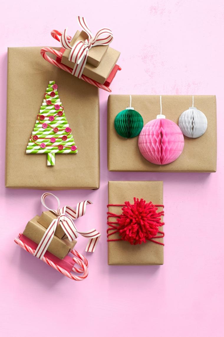 regali-natale-piccoli-pensieri-realizzati-carta-nastri-colorati-caramelle-forma-slitta