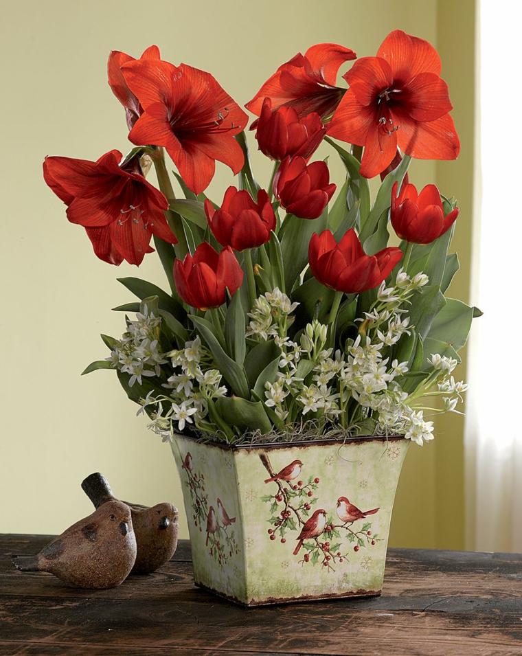 regali-natale-proposta-amanti-piante-fiori-rossi-bianchi-vaso-quadrato-decorato