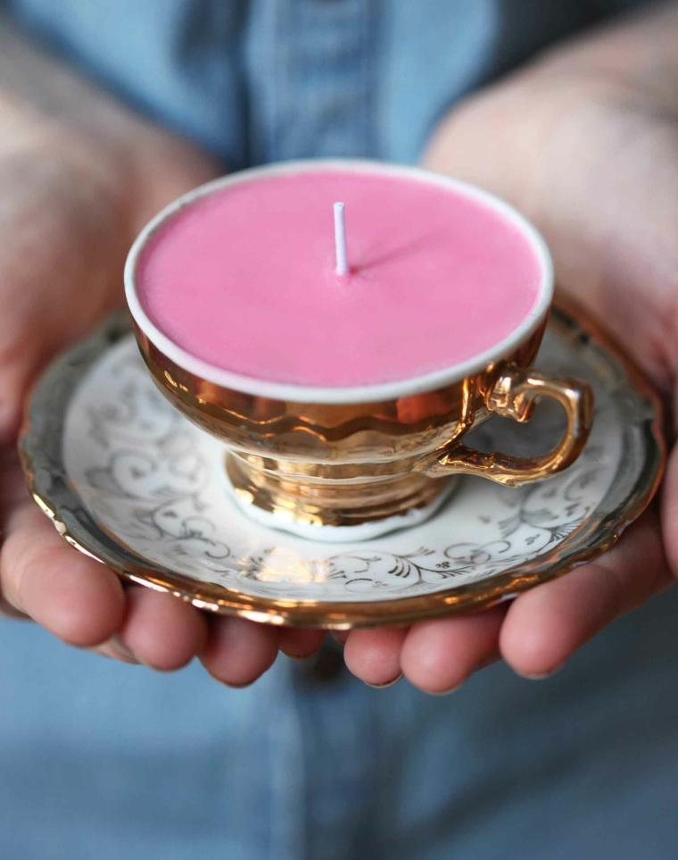 regali-natale-proposta-fai-da-te-candela-rosa-interno-tazza-ampia-finemente-decorata
