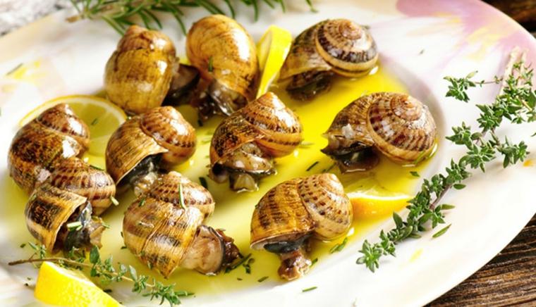 ricette-di-primi-piatti-lumache-limone-spezie-piatto-bianco
