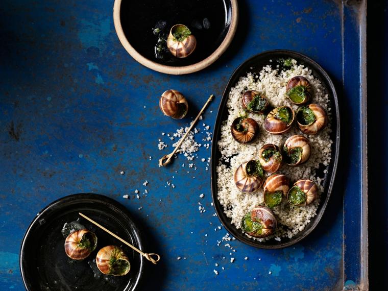 ricette-di-primi-piatti-lumahce-tavolo-blu-idea-presentazione-originale