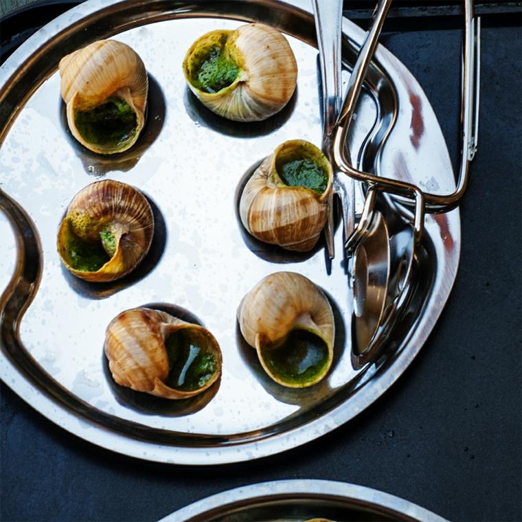 ricette-internazionali-esargots-francese-piatto-ideale-preparazione-pinza-presentazione-stile
