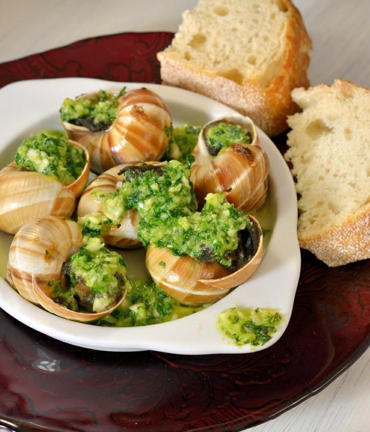 ricette-internazionali-escargot-lumache-bourgiononne-fette-pane-salsa-verde