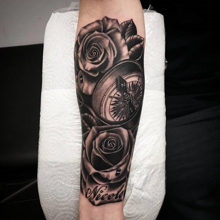 tatuaggi avambraccio-bussola-rose