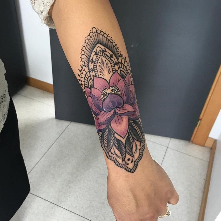 tatuaggi avambraccio-disegno-fiore-colorato