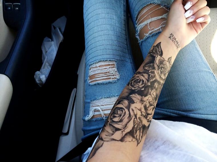 tatuaggi avambraccio-rose-bianco-nero