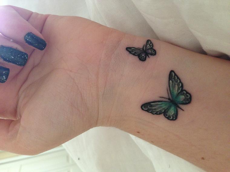tatuaggi polso-due-farfalline-colorate