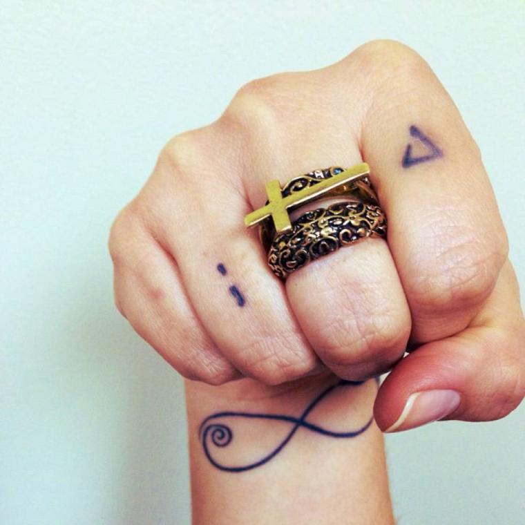 tatuaggi-polso-segno-infinito