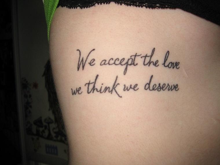tatuaggi scritte-due-righe-corsivo