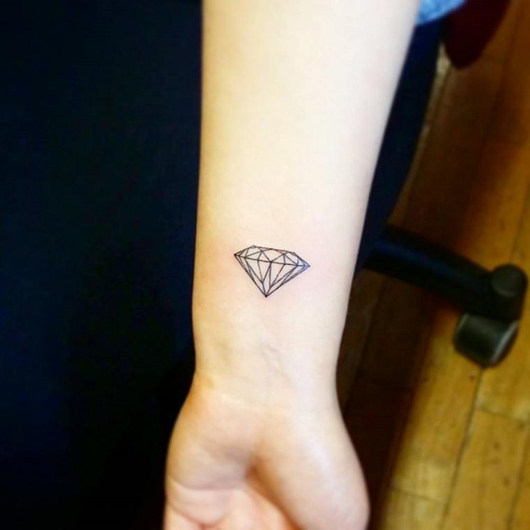 tatuaggi-sul-polso-diamante