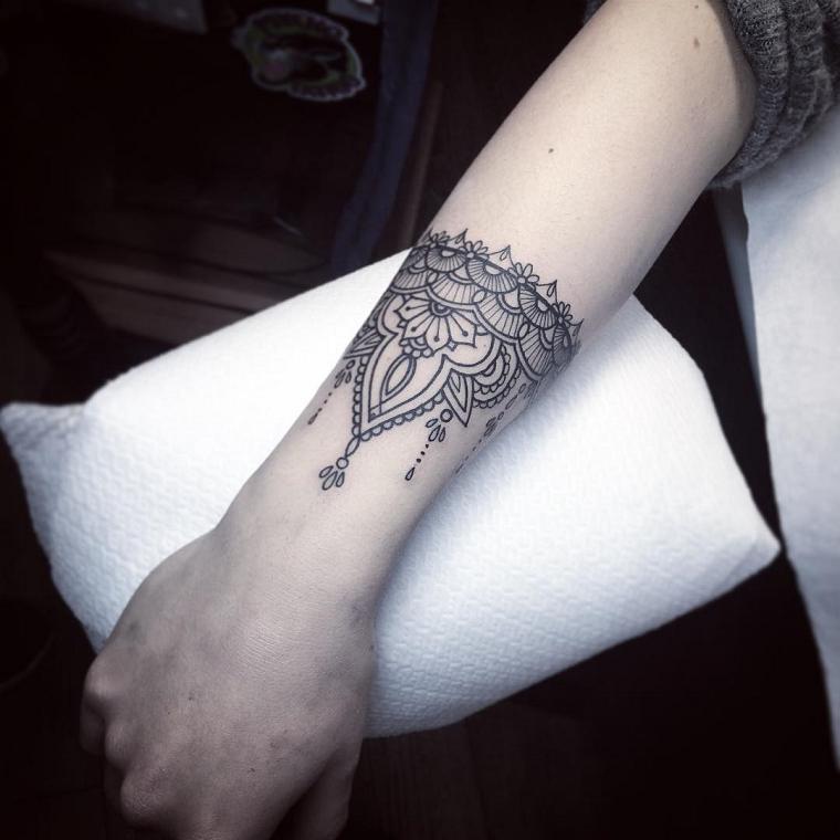 tatuaggi-sul-polso-disegno-fiore